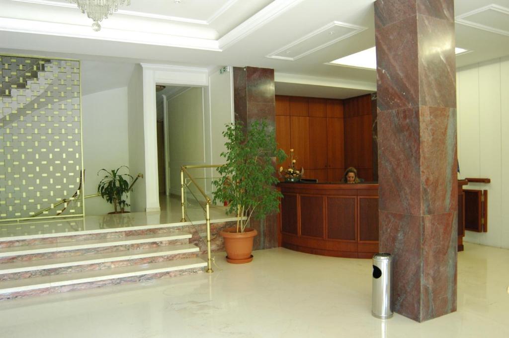 Ο χώρος του λόμπι ή της ρεσεψιόν στο Park Hotel Loutraki