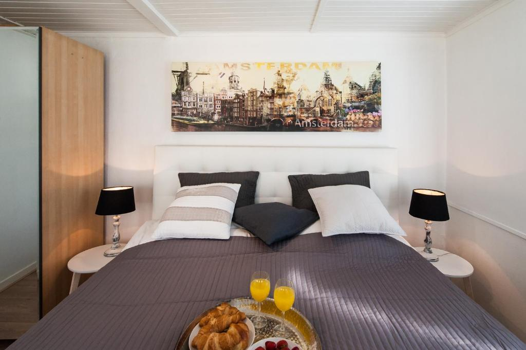 A bed or beds in a room at Most beautiful spot on the canals of Amsterdam