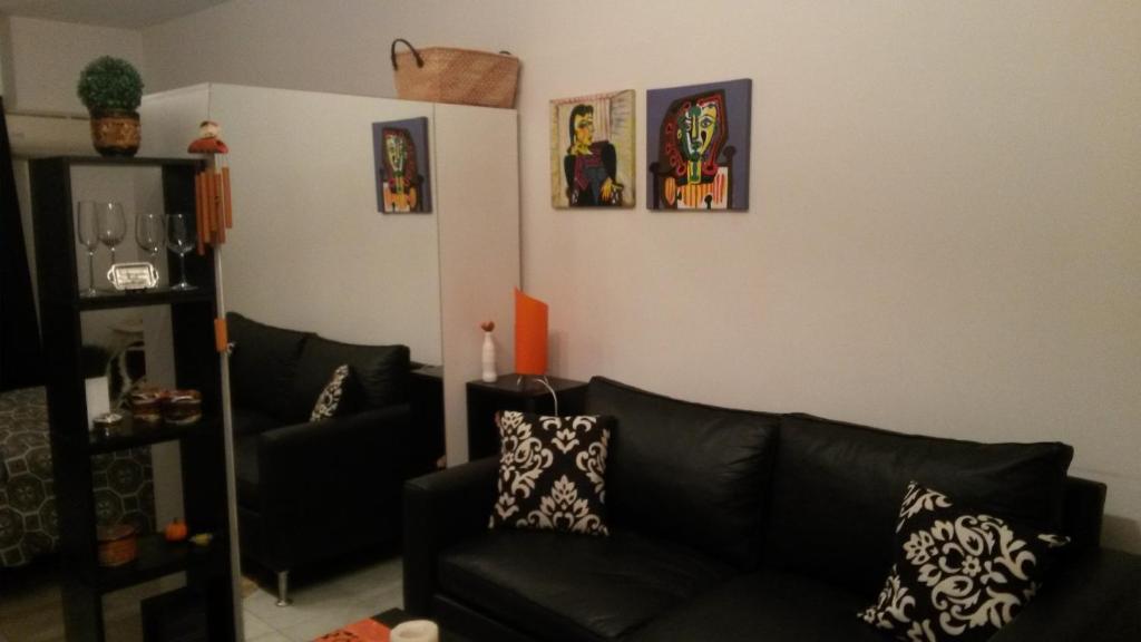 A seating area at Apartamento Parque Lezama