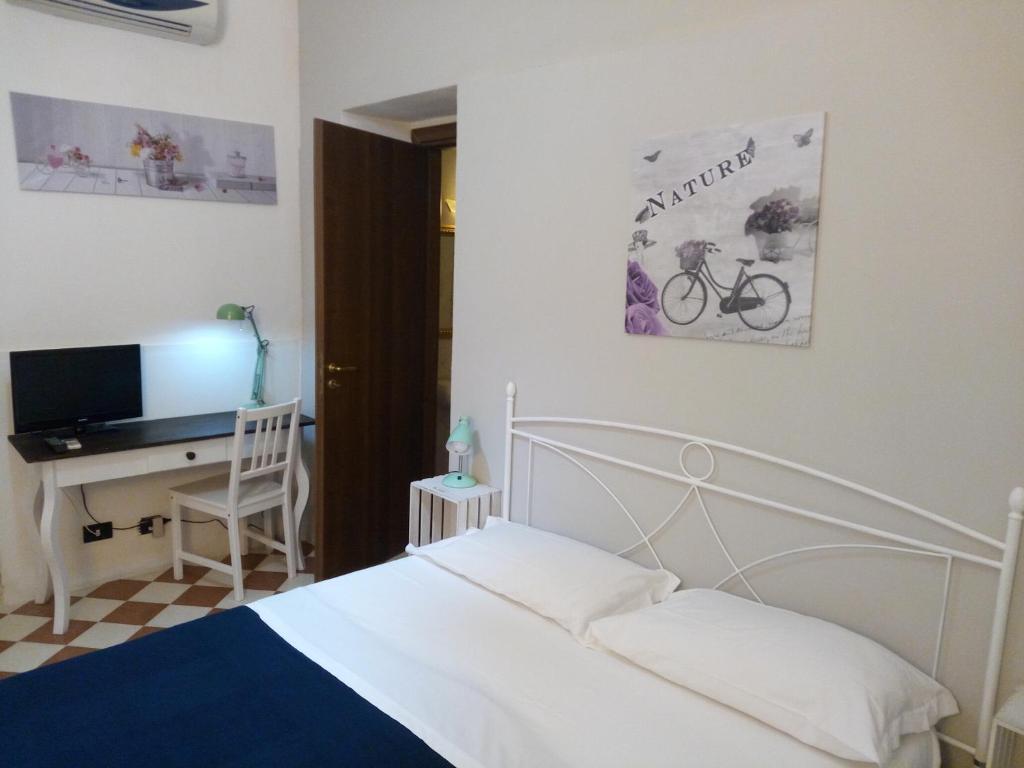 Een bed of bedden in een kamer bij Sleep In Sicily B&B