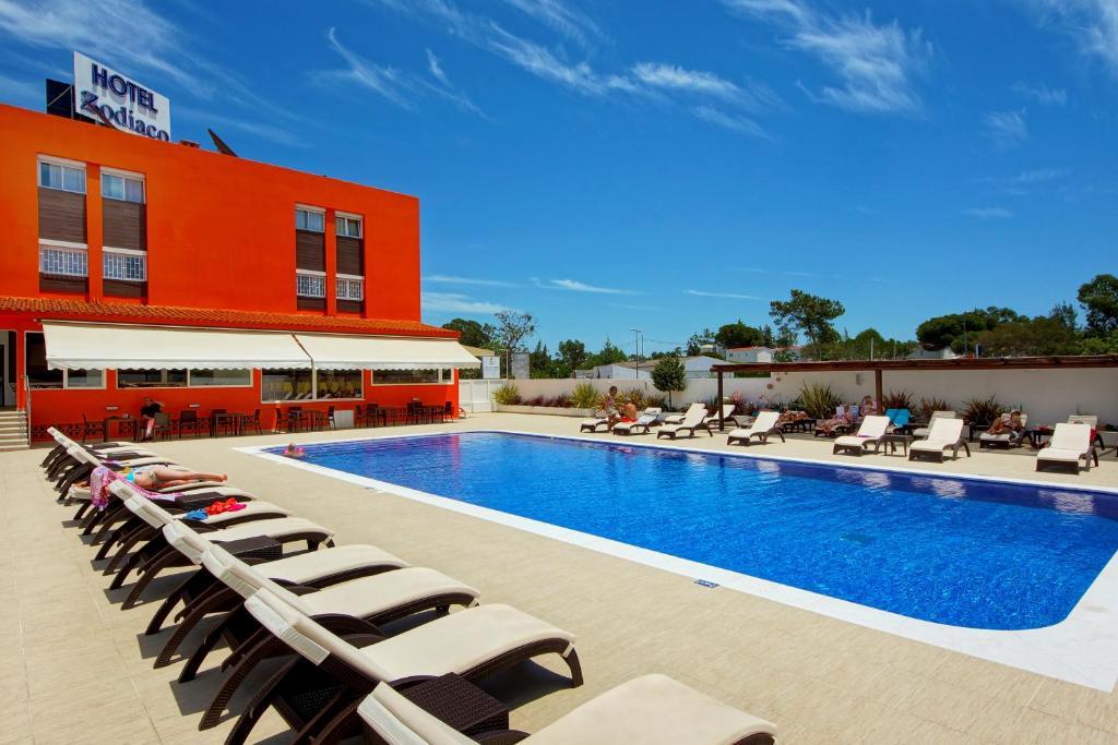 A piscina em ou perto de Zodiaco