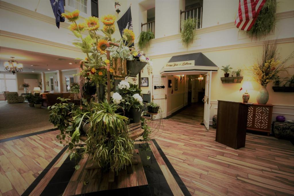 The lobby or reception area at Inn on the Square