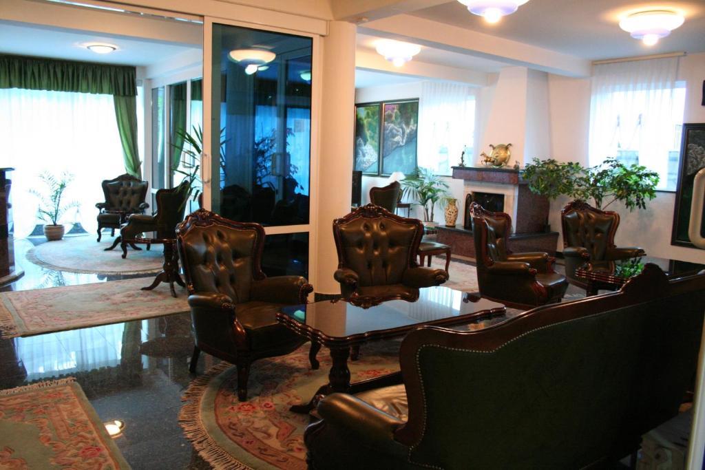 Salon ili bar u objektu Hotel Belvedere