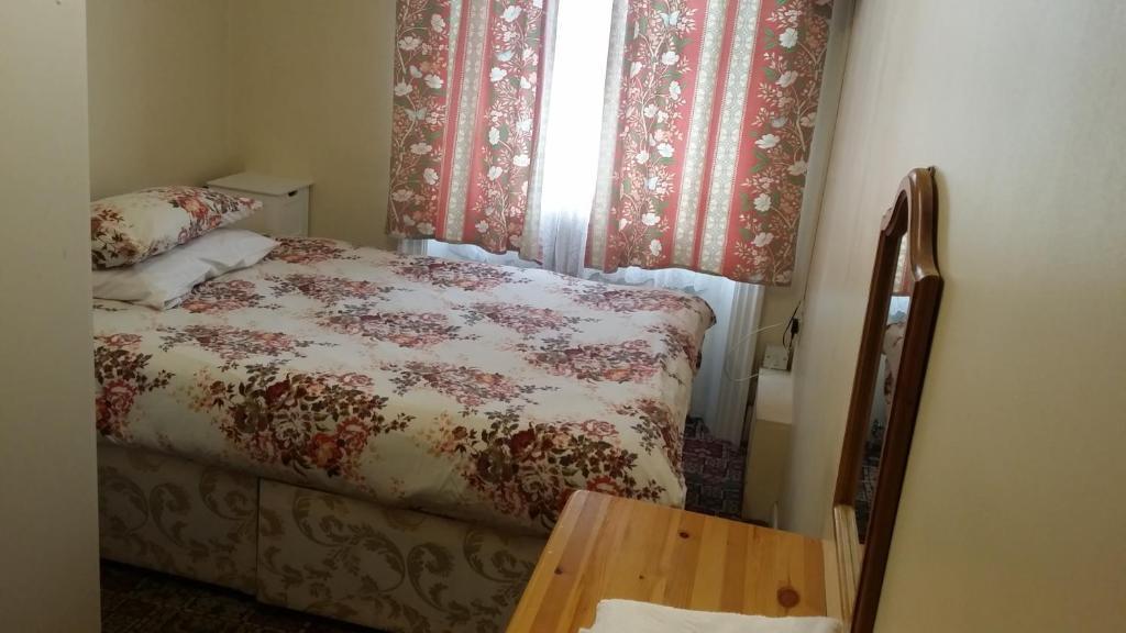 מיטה או מיטות בחדר ב-Stanley House Hotel