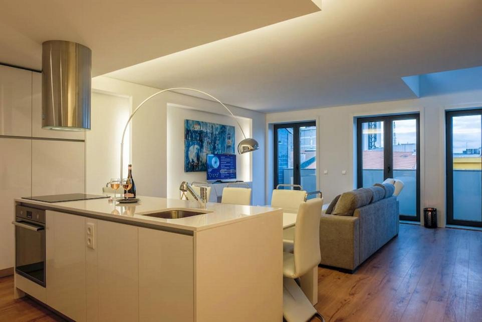A kitchen or kitchenette at Stylish Duplex Downtown Apartment
