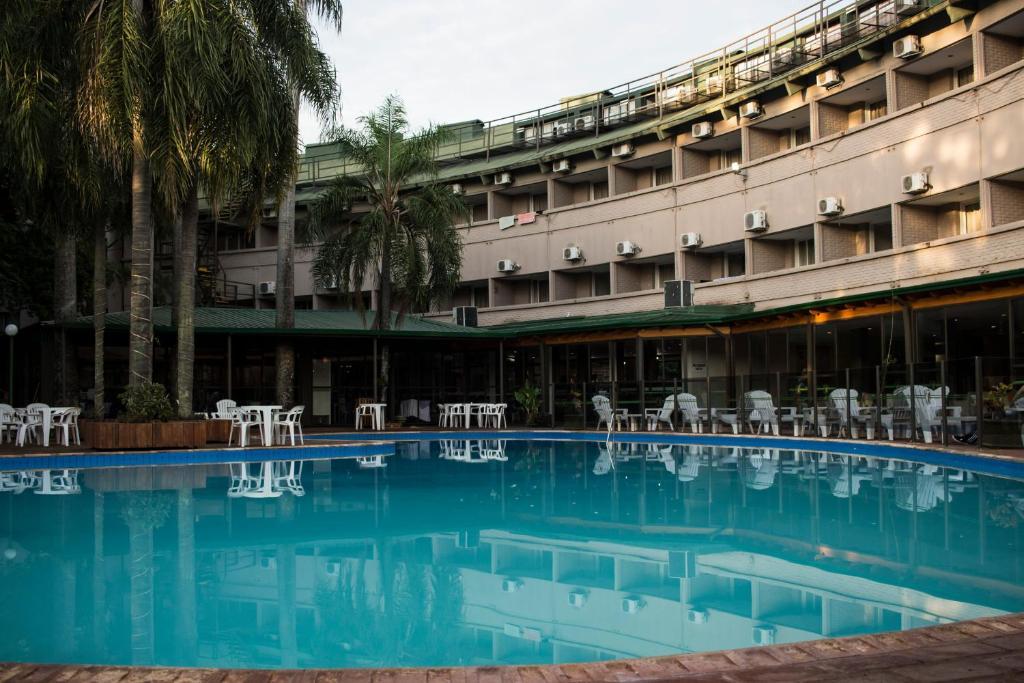 Het zwembad bij of vlak bij Hotel El Libertador