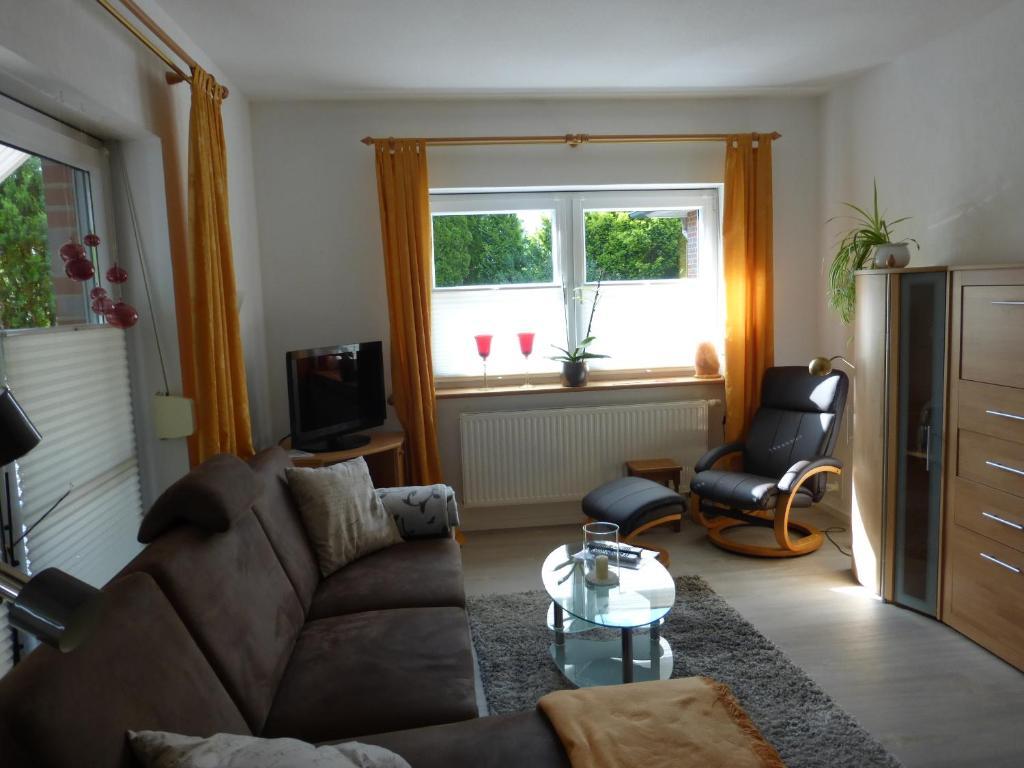 A seating area at Schöne Wohnung am Leuchtturm