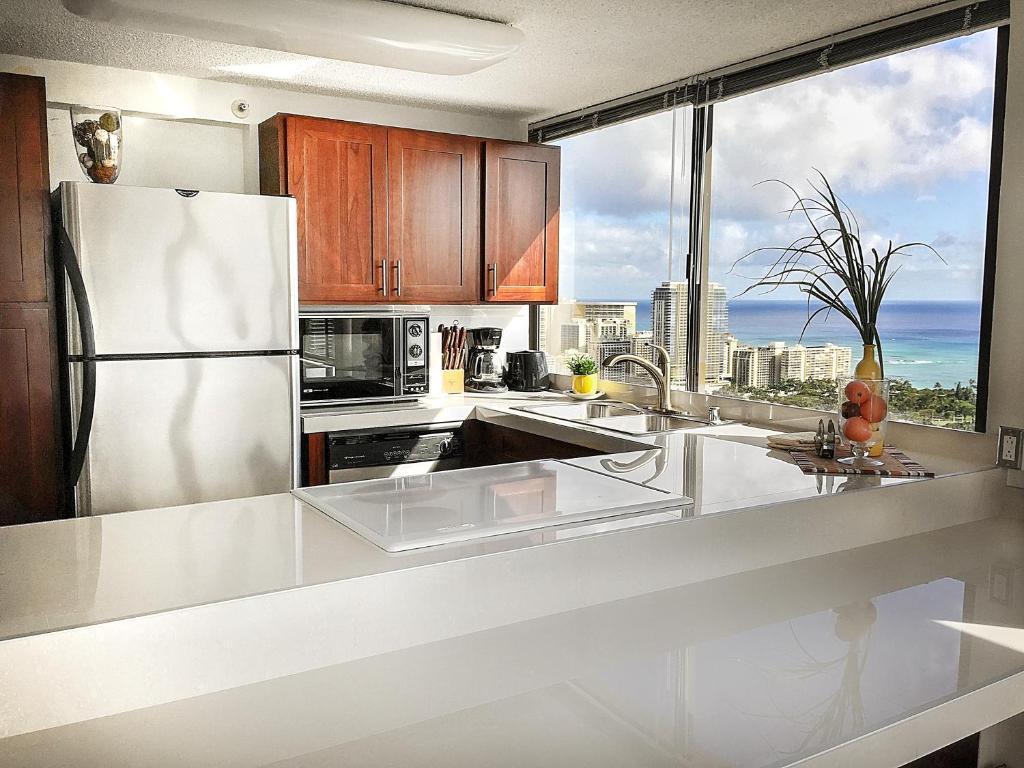 Hawaiian Monarch Penthouse 401 By Hawaii Ocean Club