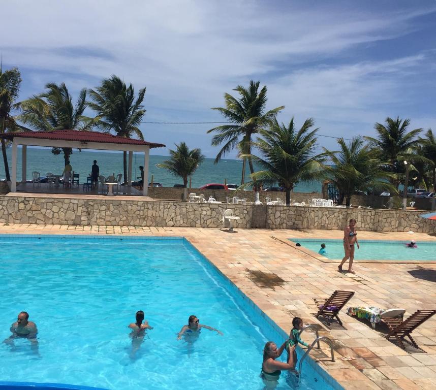 A piscina localizada em Beach Hotel Jacuma ou nos arredores