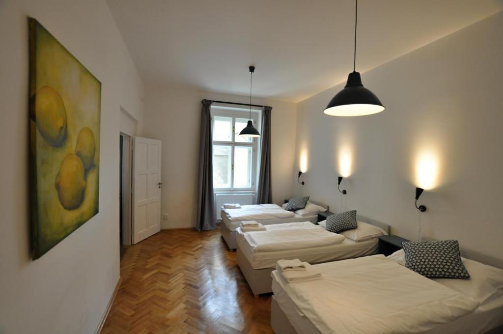Ein Bett oder Betten in einem Zimmer der Unterkunft Central Spot Prague Apartments