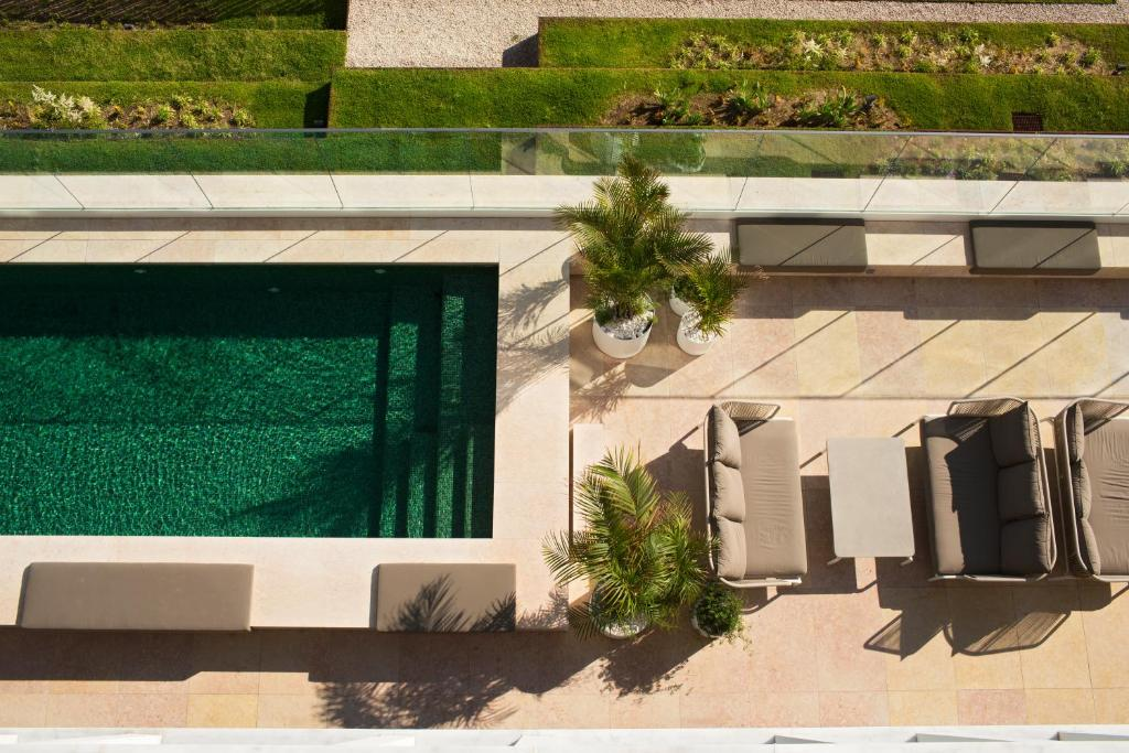 A view of the pool at Memmo Príncipe Real - Design Hotels or nearby