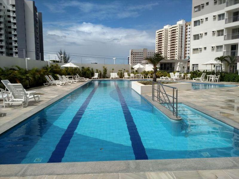 The swimming pool at or near Apartamento na Farolândia