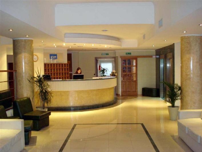 El lobby o recepción de Hotel Cuatro Plazas
