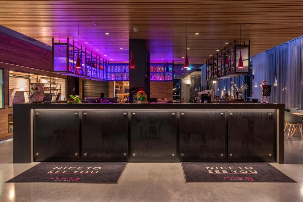 The lounge or bar area at Moxy Frankfurt Airport