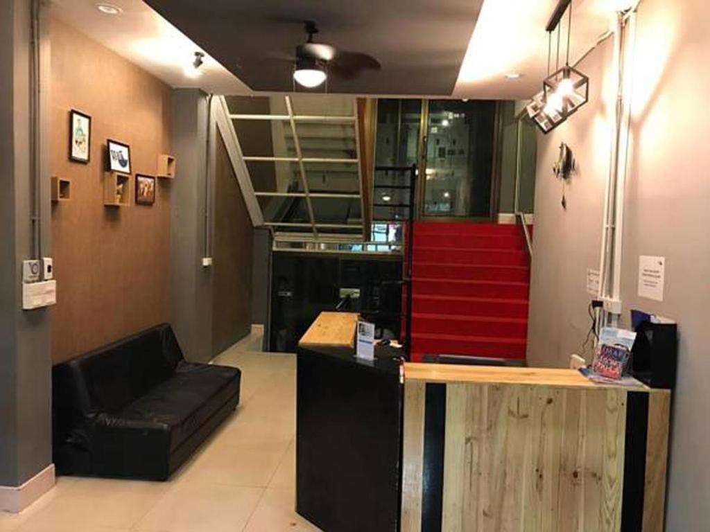 The lobby or reception area at WE Hostel Hatyai