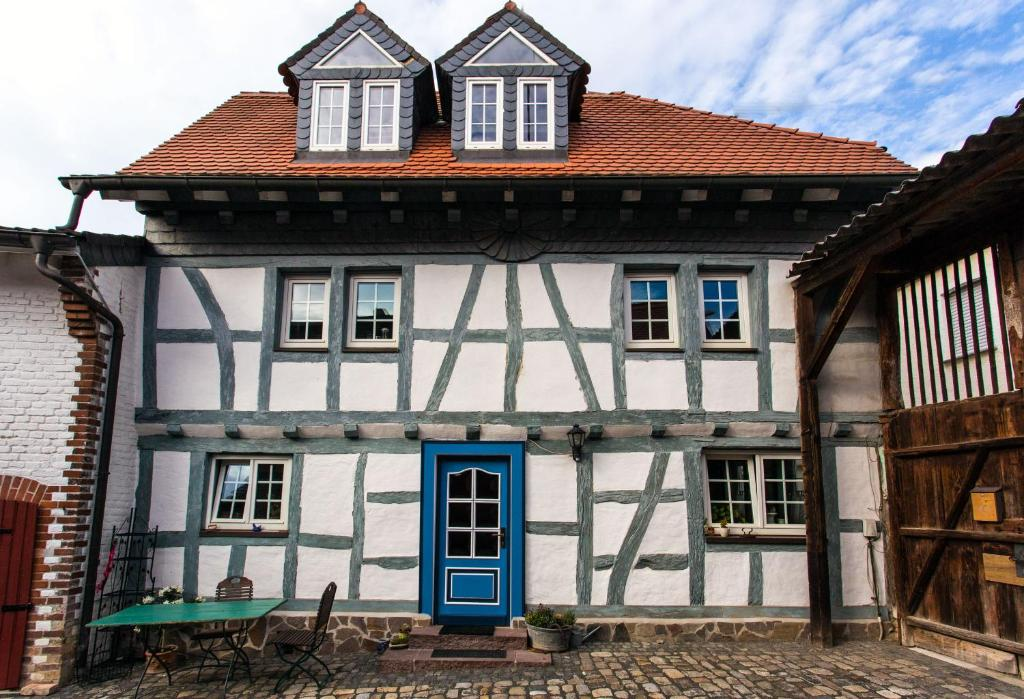Apartament Historic Farmhouse In Wiesbaden Germania Wiesbaden
