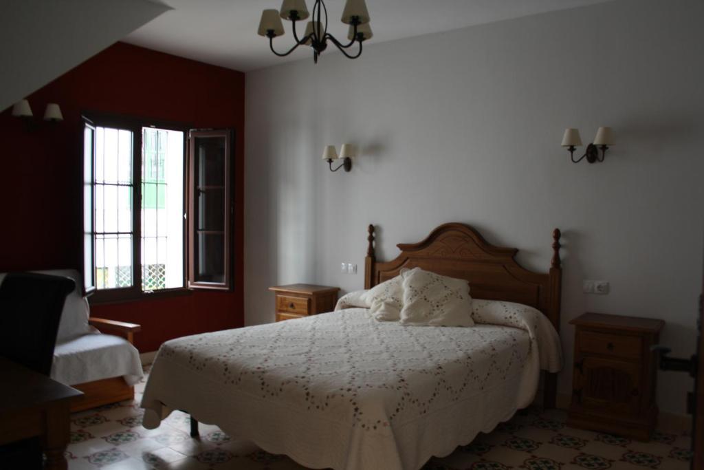 A bed or beds in a room at Casa Rural La Plazuela