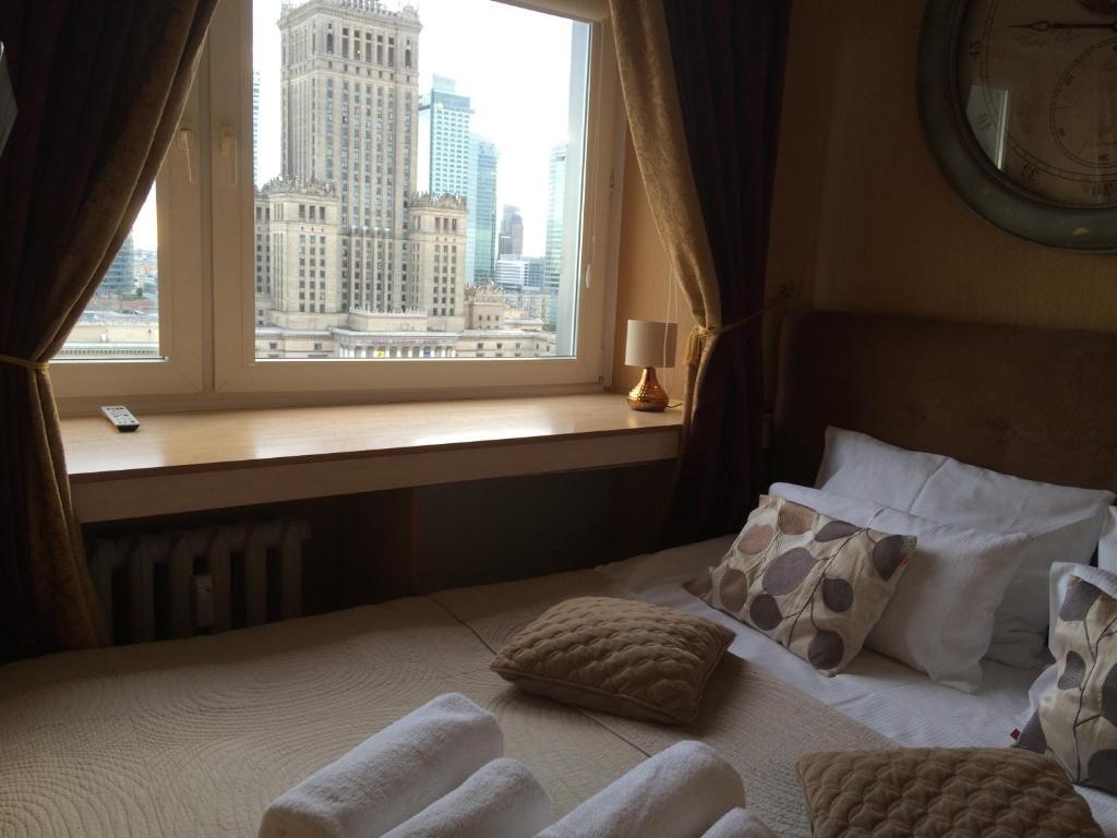 Łóżko lub łóżka w pokoju w obiekcie Amica Apartment by WarsawResidence Group