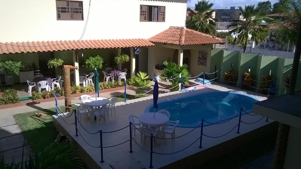 The swimming pool at or close to Pousada Paraíso das Palmeiras