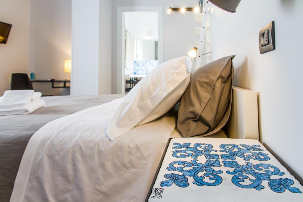 Łóżko lub łóżka w pokoju w obiekcie Cortile Umberto I
