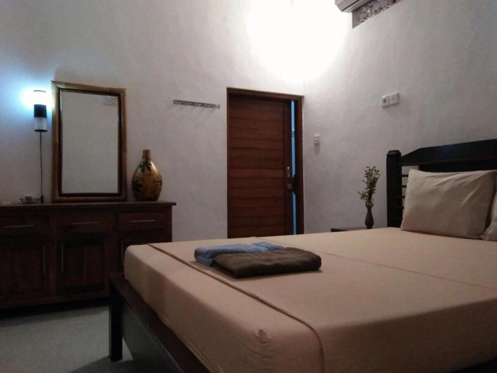 A bed or beds in a room at Merta's House