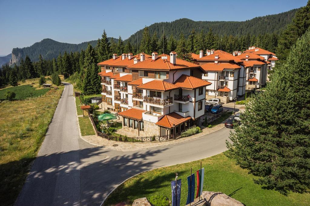 A bird's-eye view of Mountain Lake Hotel