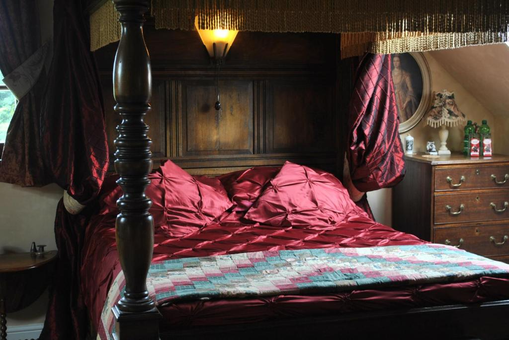 A bed or beds in a room at Knockaderry Lodge