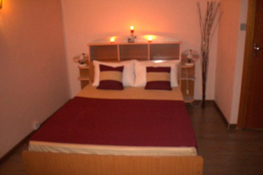 A bed or beds in a room at Villa La Romance Kreol
