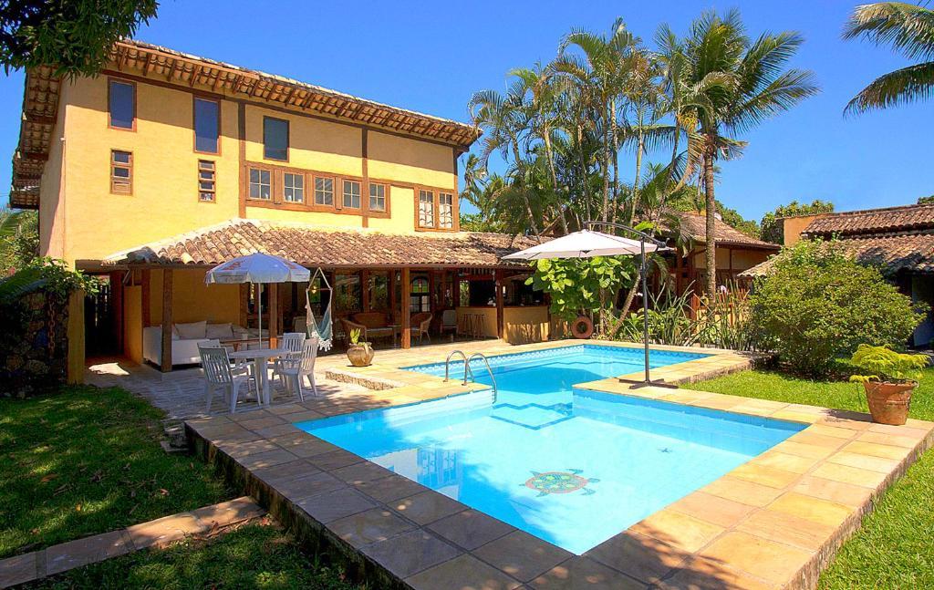 The swimming pool at or near VELINN Caravela Pousada Ilhabela