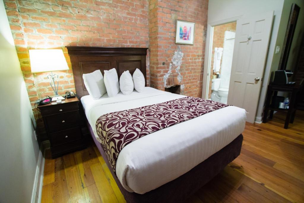 A bed or beds in a room at Inn on St. Ann, a French Quarter Guest Houses Property