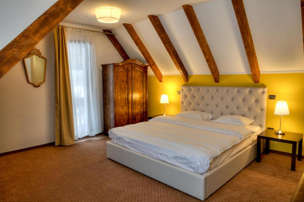 A bed or beds in a room at Trattoria Al Gallo