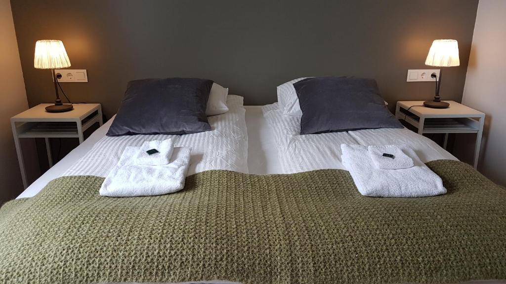 Cama ou camas em um quarto em Harbour Inn - Guesthouse