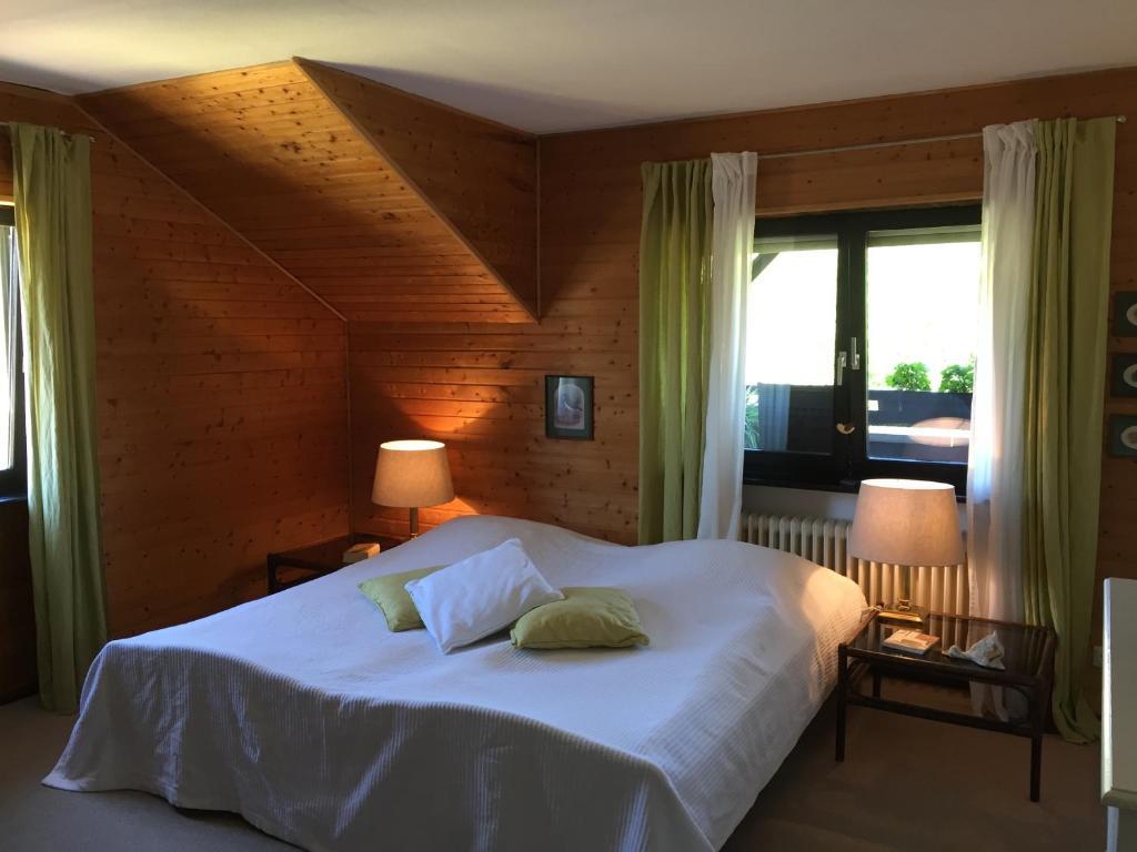 Ein Bett oder Betten in einem Zimmer der Unterkunft Vias Ferienwohnung