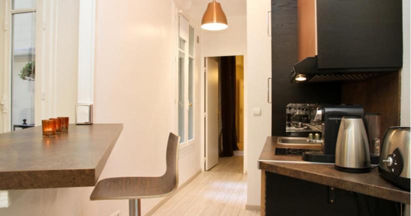 A kitchen or kitchenette at Appartement Champs-Elysées