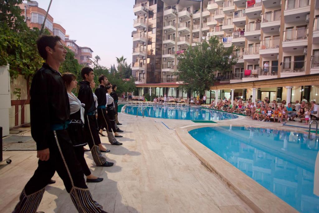 Бассейн в Monte Carlo Hotel или поблизости