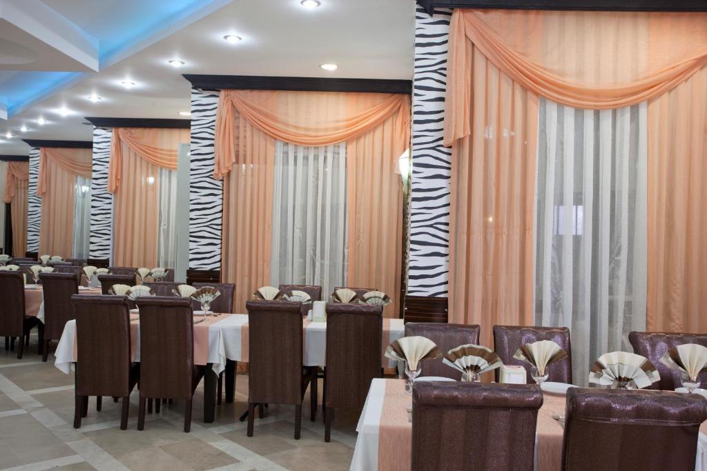 Ресторан / где поесть в Monte Carlo Hotel