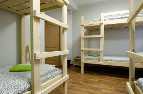 Двухъярусная кровать или двухъярусные кровати в номере Хостел Воздух