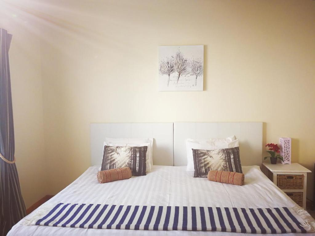 A bed or beds in a room at Greenpoint Guesthouse