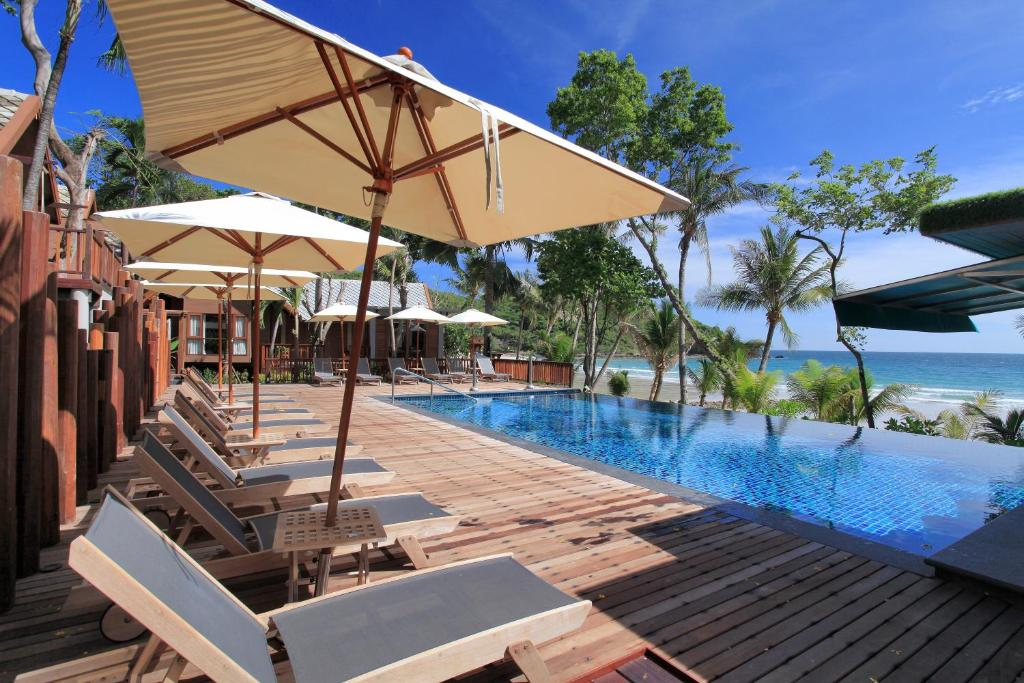The swimming pool at or close to Ao Prao Resort
