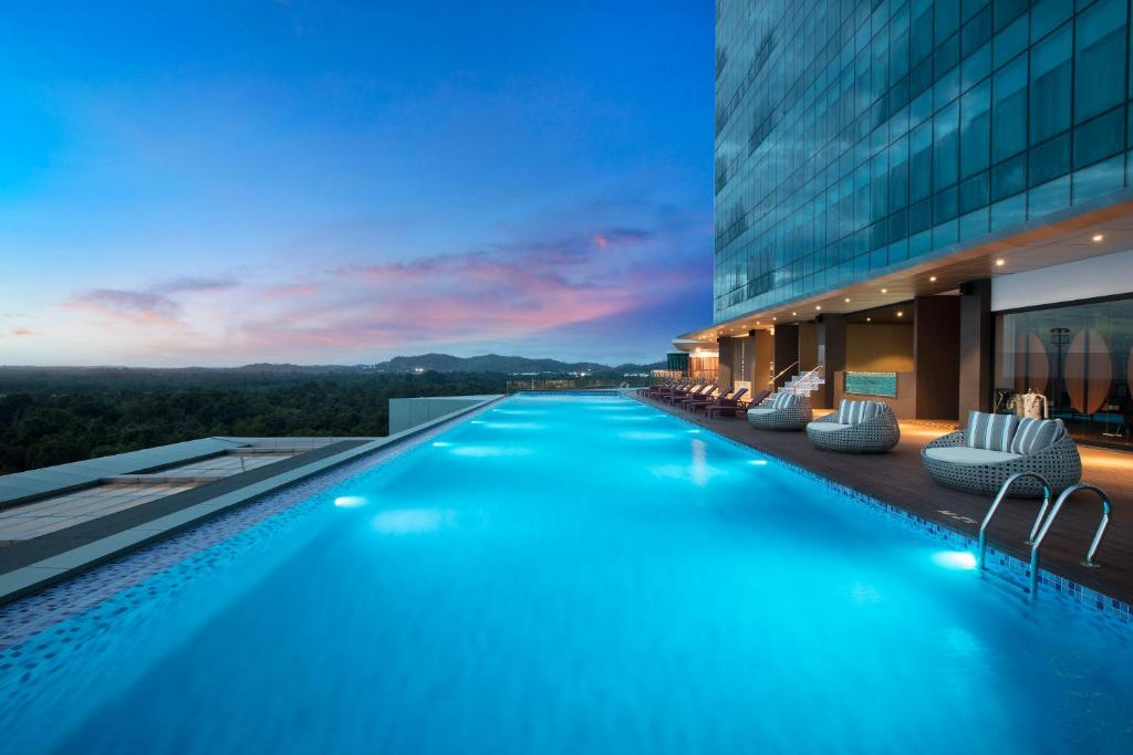The swimming pool at or close to Best Western Premier Panbil