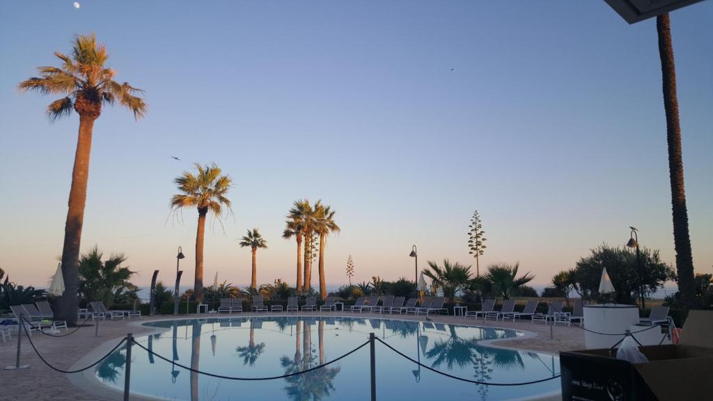 The swimming pool at or near Case Vacanze Bellavista