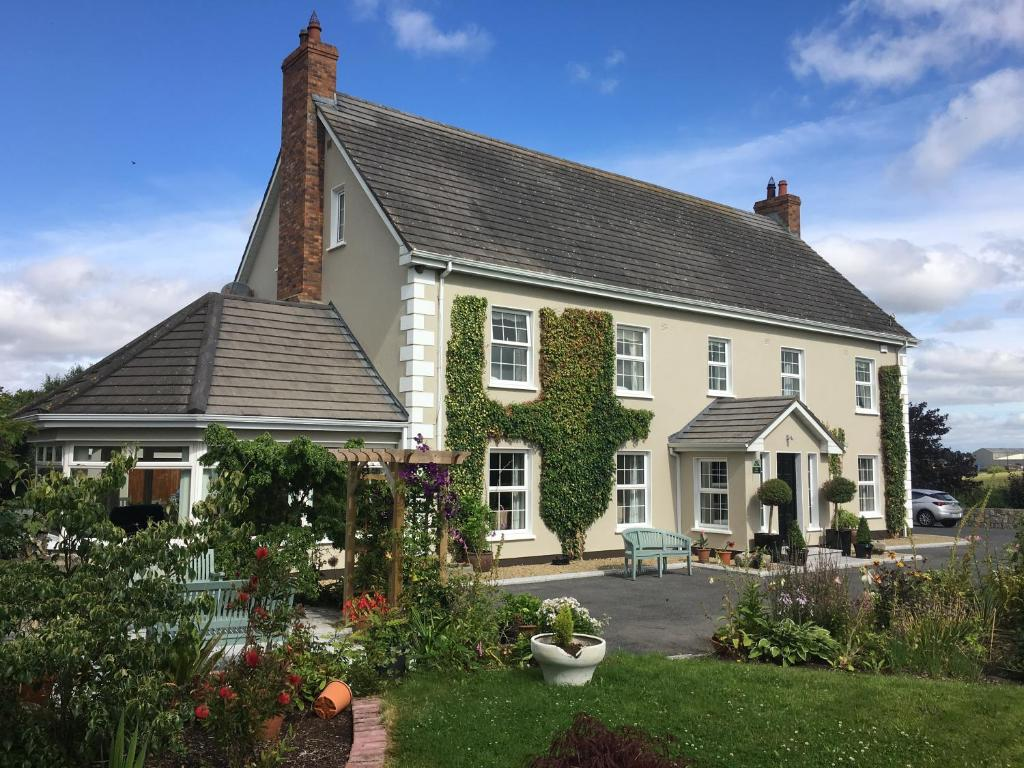 Laburnum Lodge, Tullow, Ireland - uselesspenguin.co.uk