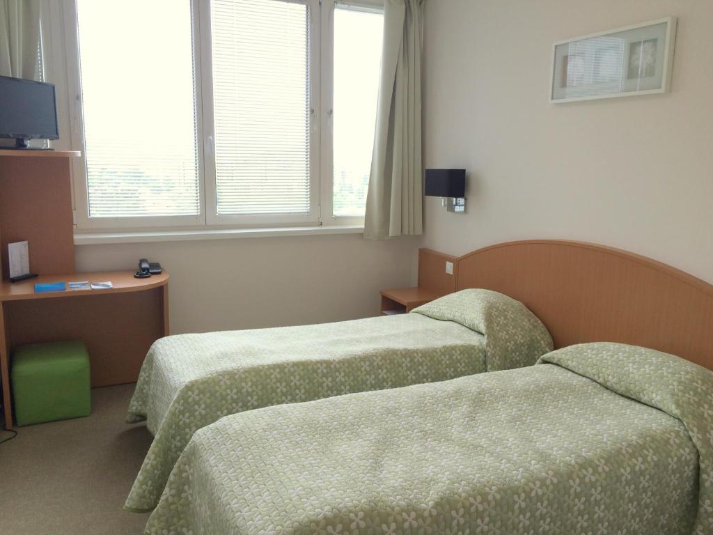 A bed or beds in a room at CEU Konferencia Központ
