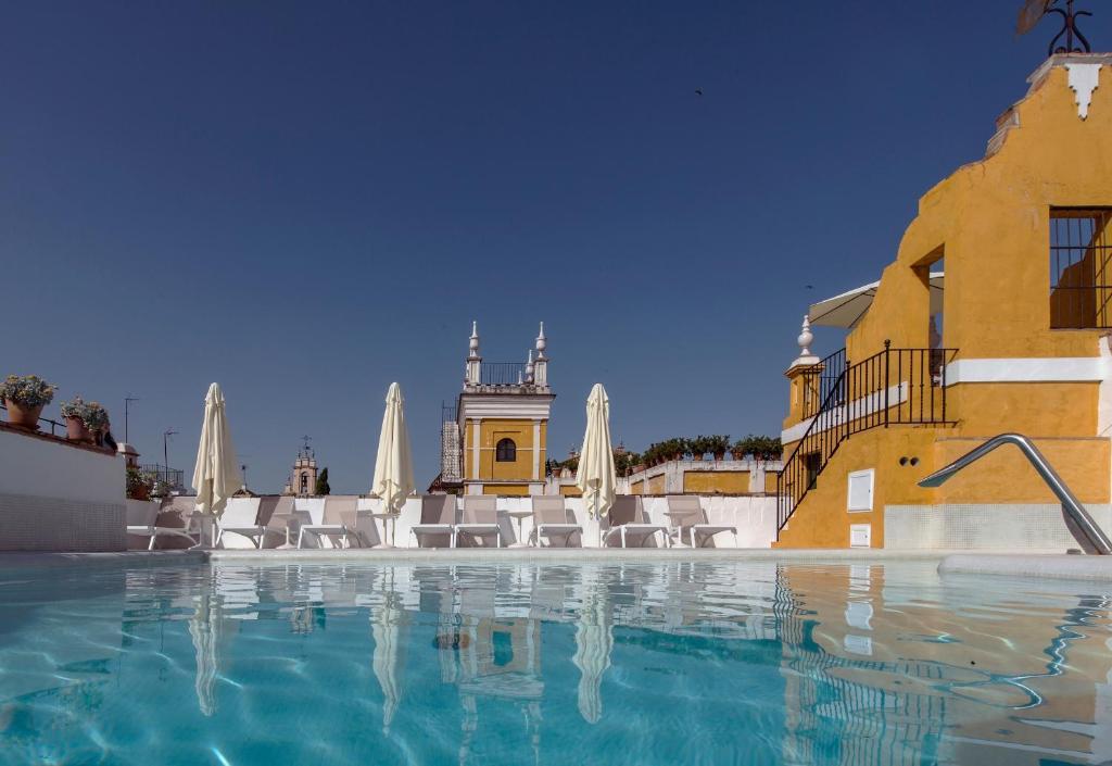 Het zwembad bij of vlak bij Hotel Las Casas de la Judería