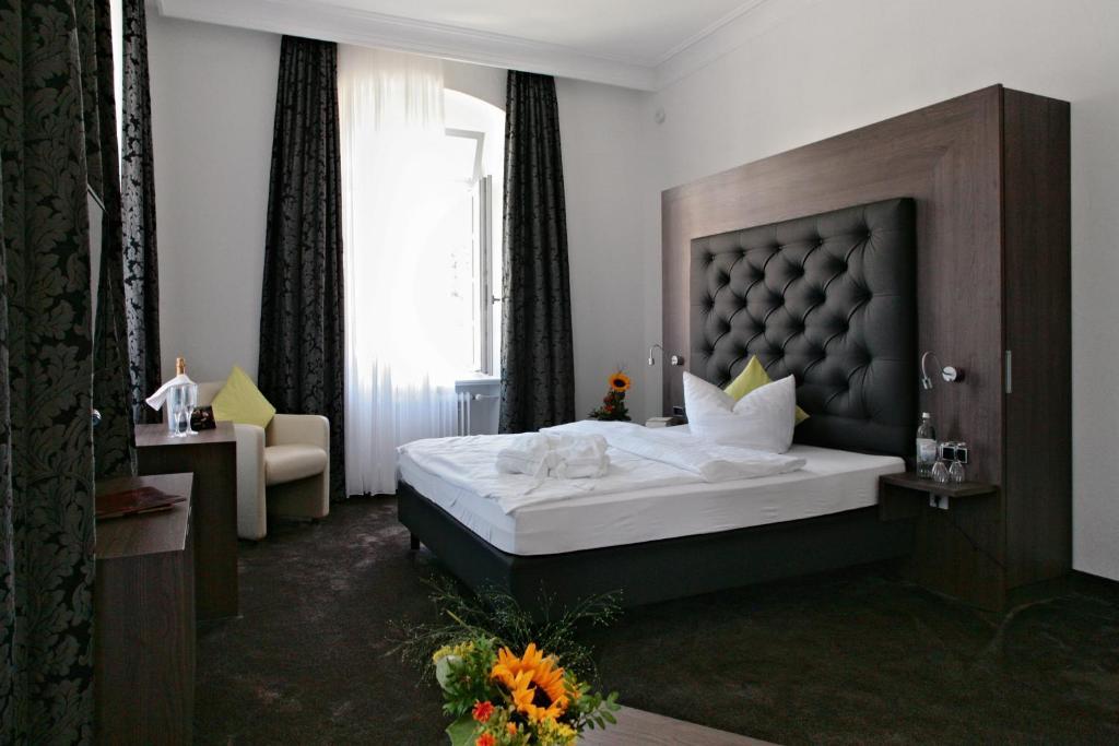 Ein Bett oder Betten in einem Zimmer der Unterkunft Badhotel Bad Brückenau