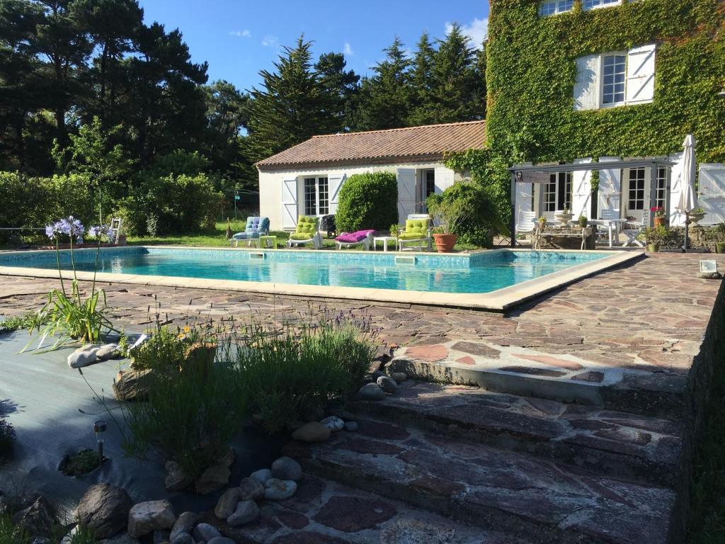 The swimming pool at or close to Les galets de Cayola