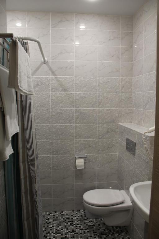 Бюджетный двухместный номер без окна с 1 кроватью или 2 отдельными кроватями: фотография номер 5