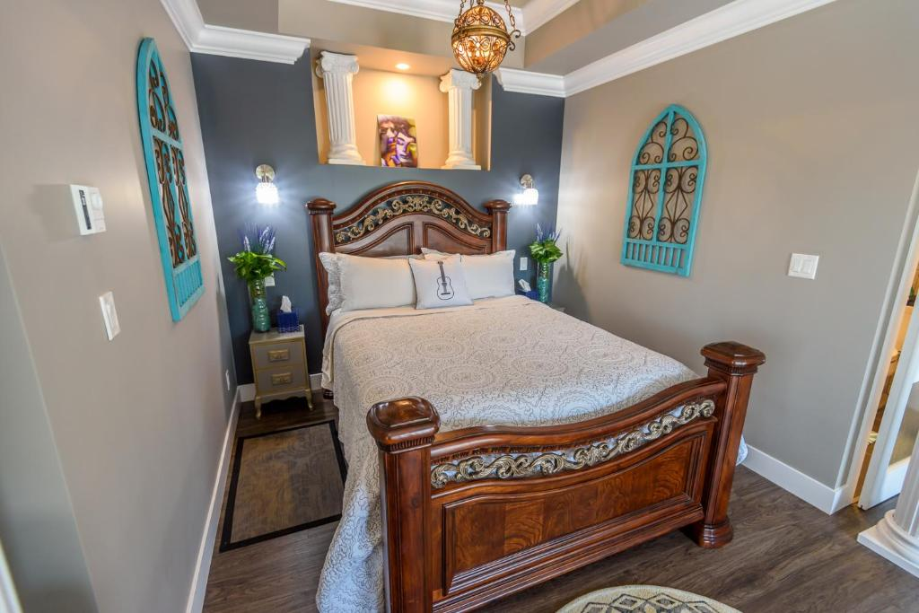 A bed or beds in a room at Brookside Inn Boutique Hotel