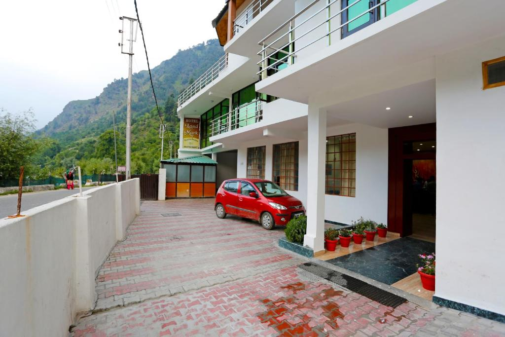 OYO Premium Green tax Barrier Manali