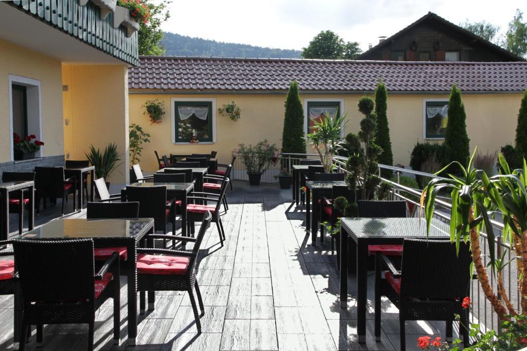 Ein Restaurant oder anderes Speiselokal in der Unterkunft Gasthof-Hotel Dilger